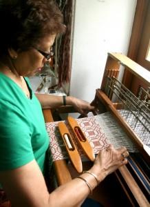 Weaving an overshot shawl