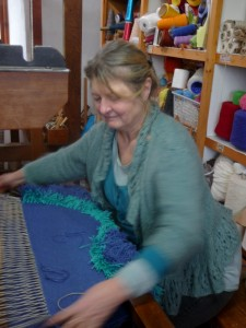 Weaving a knotted pile rug